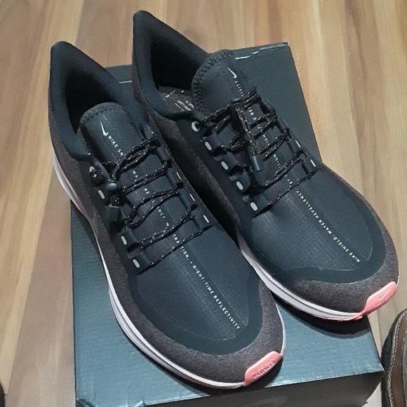 c90cab2656c2 Nike Air Zoom Pegasus 35 RAIN SHIELD AA1644 001. NWT. Nike.  M 5c8dd48f534ef9d75692c72d. M 5c8dd46bf63eeadf47c1343d.  M 5c8dd4a20cb5aa0a27c8a7c5